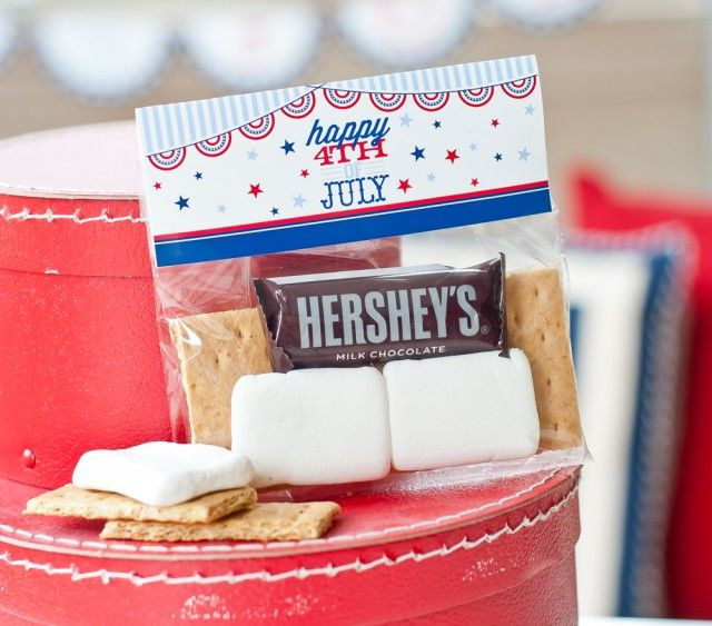 4th of July Bag Toppers perfect for pre-packaged smores kits for the kids at your holiday bbq!
