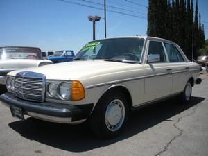 1977 Mercedes 240D 4DR - LITTLEROCK CA