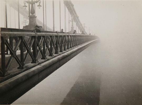 Kinszki Imre: Köd (Erzsébet híd) c. 1930.Magyar Zsidó Múzeum