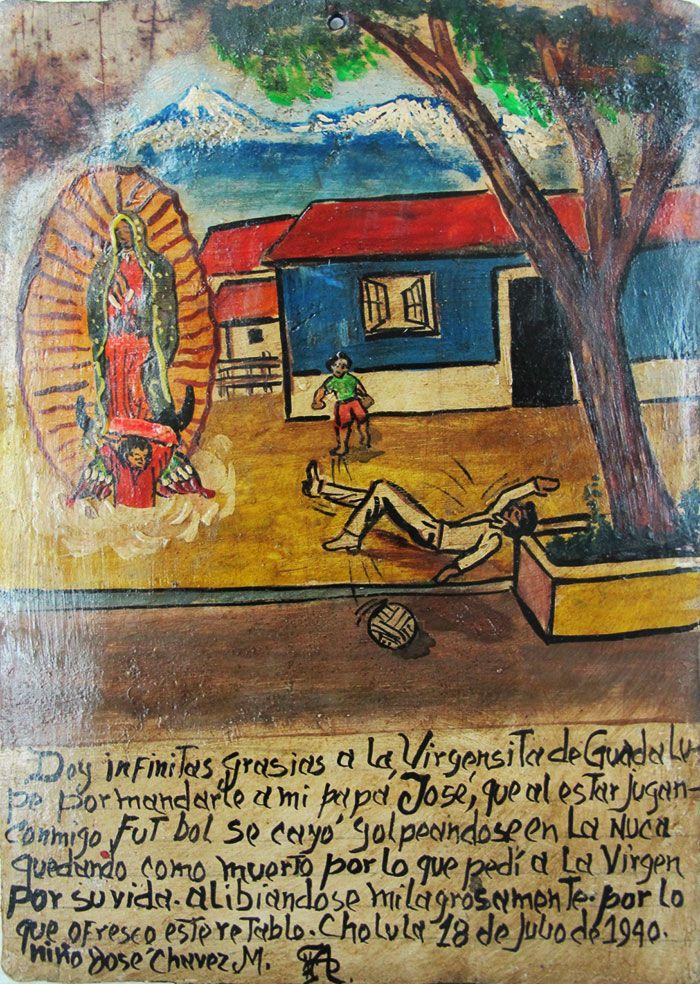 Благодарю Деву Гваделупскую за то чудо, что мой папа поправился. Мы играли в футбол, и он упал, ударившись затылком. Он лежал, словно мертвый, и я взмолился Пресвятой Деве, чтобы он выжил. В благодарность посвящаю это ретабло.  Хосе Чавес М. Чолула, 18 июля 1940.