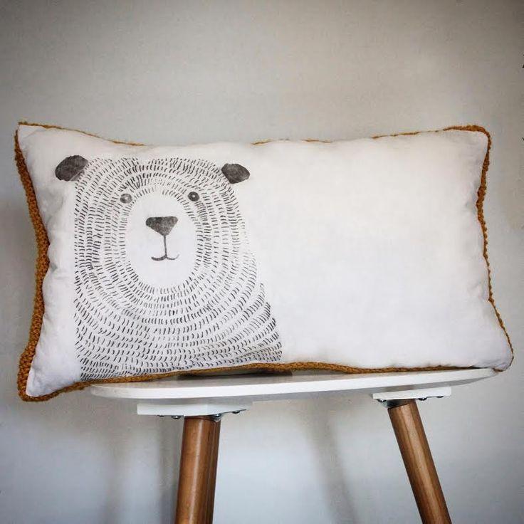 Coussin bi-matière laine jaune moutarde et lin ancien avec un ours imprimé esprit scandinave : Textiles et tapis par au-coeur-des-choses