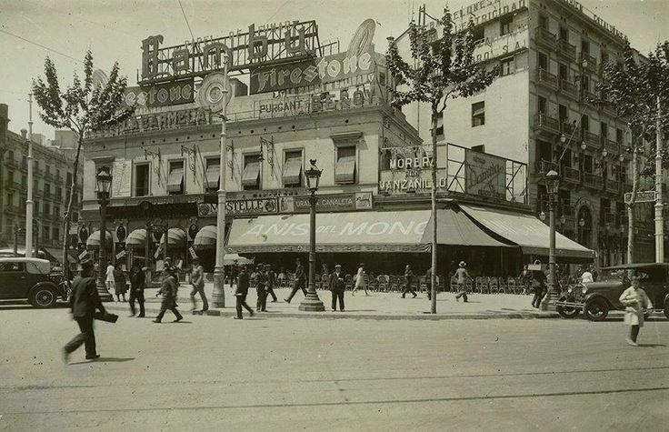 El Café Zurich, en la Plaza de Cataluña de #Barcelona, con #publicidad de #AnisdelMono en el toldo. Fotografía de J. Domínguez,1930.