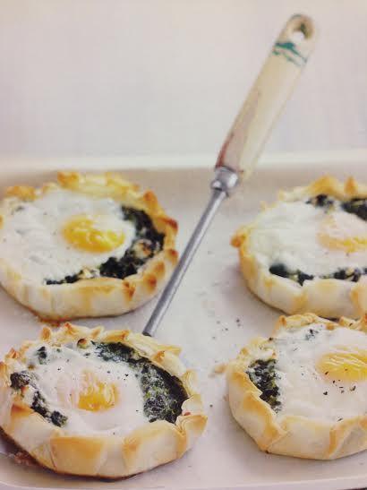 Dica de receita - Tortinhas com Ovos, Espinafre e Queijo. A receita perfeita para o seu domingo começar ainda melhor!