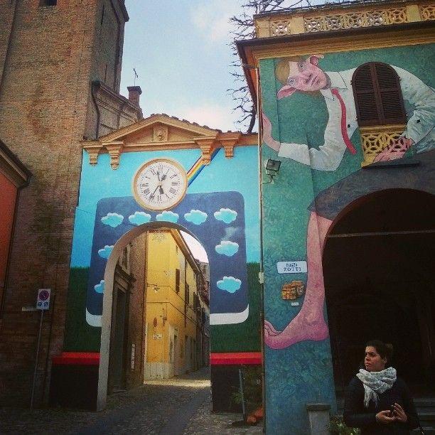 La street art di Dozza, vicino a Bologna