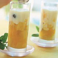 Recept - Minitrifles met gemengd fruit en yoghurtroom - Allerhande