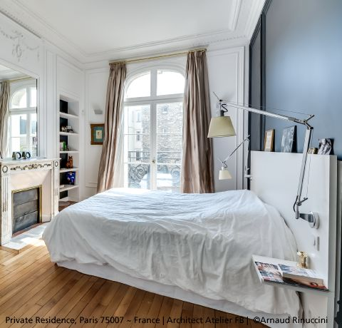 "Dark wall, moulded ceiling and beautiful parquet for a great bedroom ! The ""+""…"