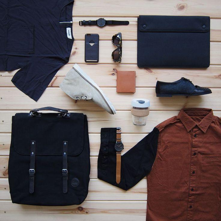 Dva měsíce prázdnin to sice nebyly, ale o to horší návrat zpátky z dovolené do reality může být. Najeďte na pracovní morálku v čerstvém a oslňte své kolegy(ně). Inspirujte se naším menu, do kterého se oblečete. Batoh Enter, obal na iPad Herschel Supply, boty Vans, Loreak Mendian, Košile Revolution, triko Wemoto, hodinky, brýle Komono, obal na iPhone, peněženka Bellroy a Keepcup.
