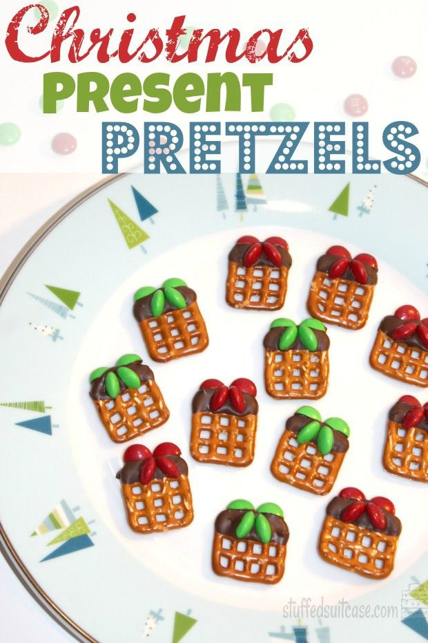 Christmas Present Pretzels - holiday treat perfect for teacher and neighbor gifts! Capturing-Joy.com