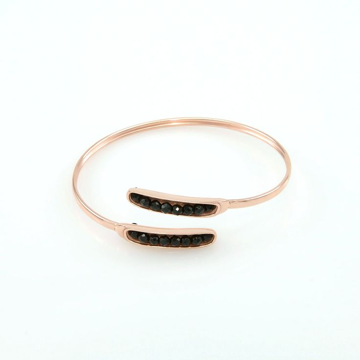 Σταθερό βραχιόλι από ροζ επιχρυσωμένο ορείχαλκο με μαύρες ημιπ. πέτρες.