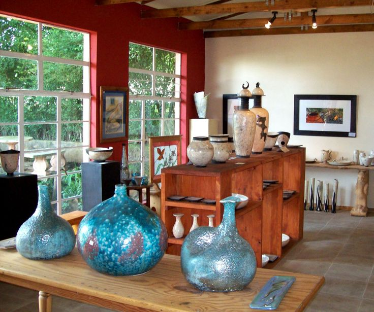 The ceramic showroom at Aladdin's-de-Light on the Midlands Meander displays collectors' pieces made by Louise van Niekerk, mainly in Raku, but  also stoneware, smoked fired ware and functional pottery, handmade and decorated. More information: www.midlandsmeander.co.za