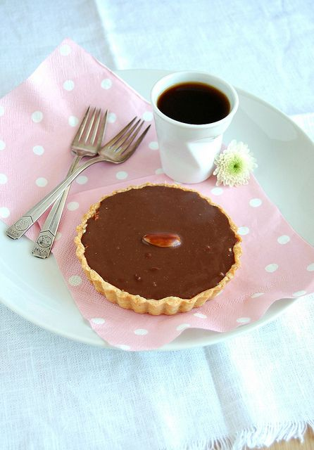 Almond joy tartlets / Tortinhas almond joy by Patricia Scarpin, via Flickr