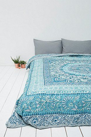 Katara Quilt in Blue - Urban Outfitters