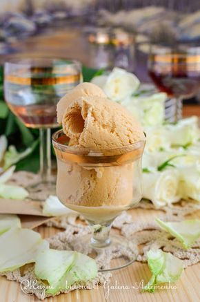 Сметанное мороженое крем-брюле и цельнозерновые капкейки с ежевикой и белково-масляным лимонным кремом http://www.zhizn-vkusnaja.com.ua/2015/03/kapkejki-morozhenoe-krem-brjule-recept.html