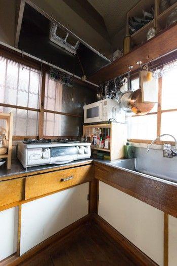 レトロな雰囲気たっぷりの台所。シェアメンバーはそれぞれ好きな時にここで調理する。