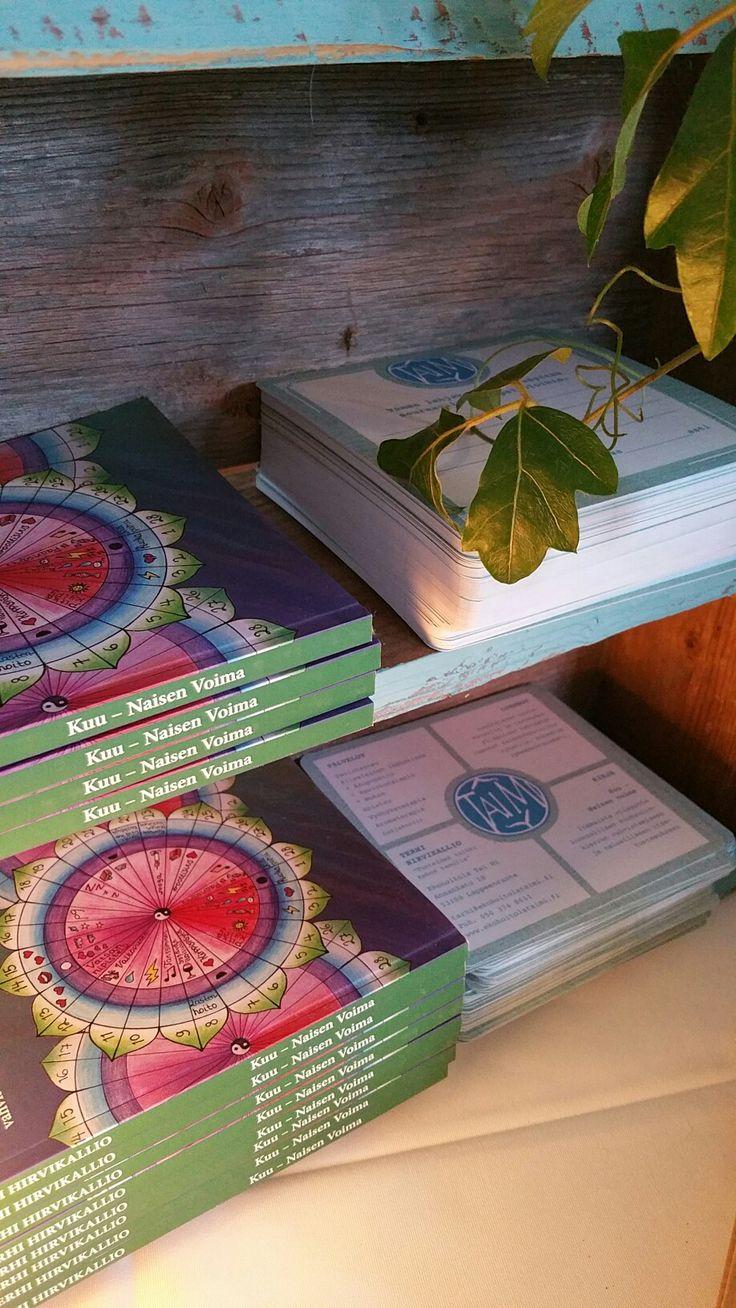 Kirjan ja kansien taitto, lahjakortit ja käyntikortit a'la Con Logo