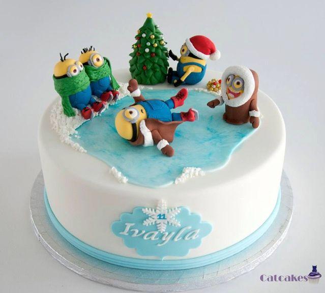 Minion christmas fondant cake