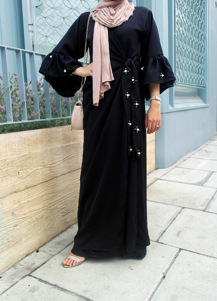 T his abaya Ithnaan wa Aishroon [now available for preorder], hands down, has got to be one of my favourites! But unlike most, this one's...