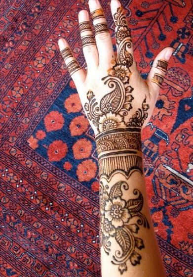 Mehndi can make your hands look really beautiful for any occasion.