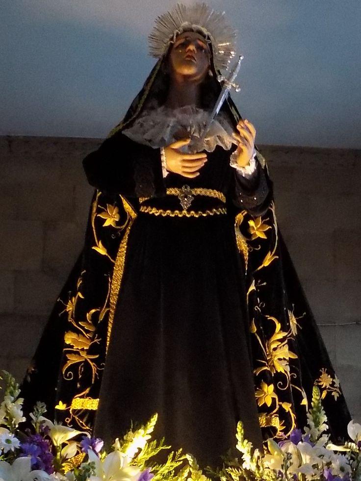 Durante toda la Semana Santa hay varias procesiones que salen desde la Iglesia de San Pedro de Gijón y recorren el Casco Histórico de la ciudad y el barrio de Cimadevilla. Una de las mejores procesiones para ver en #gijon #Asturias #fiestas #españa #procesiones