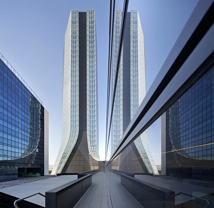 Zaha Architects First Built Tower The CMA CGM headquarters. © Hufton + Crow