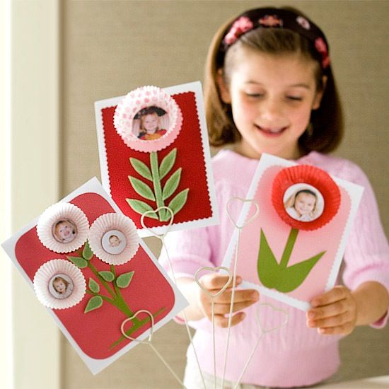 cupcake liners as petals for photo cards / mothers day crafts with kids
