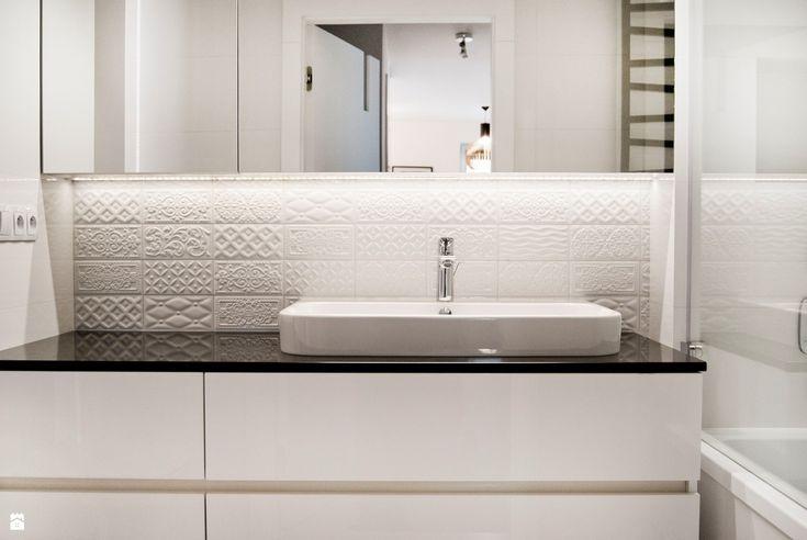 Elegancka i klasyczna łazienka od - zdjęcie od Base Architekci - Łazienka - Styl Klasyczny - Base Architekci