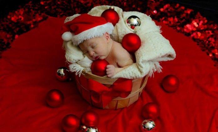 Δύσκολο να ξεχωρίσεις μερικές μόνο από τις εκατοντάδες φωτογραφίες μωρών με χριστουγεννιάτικο ντεκόρ που κατακλύζουν το διαδίκτυο κάθε χρόνο, τέτοια