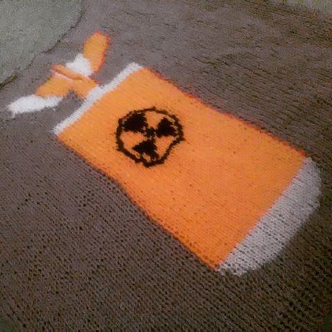 #knitting #craft #handmade #selfdesigned #sweater #bomb #atombomb #postapocalyptic #postapo #nuclear #yellow #white #black #grey #design #radioactive #bomba #bombaatomowa #sweter #swetrzyk #swetr #dziewiarstwo #własnyprojekt #wip