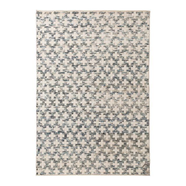 Alfombra confeccionada en algodón 100% con un estético patrón de cruces blancas sobre un fondo de diferentes colores. El resultado, un acabado de apariencia irregular, con un efecto desgastado que encajará a la perfección en tu salón de líneas minimalistas y colores neutros.