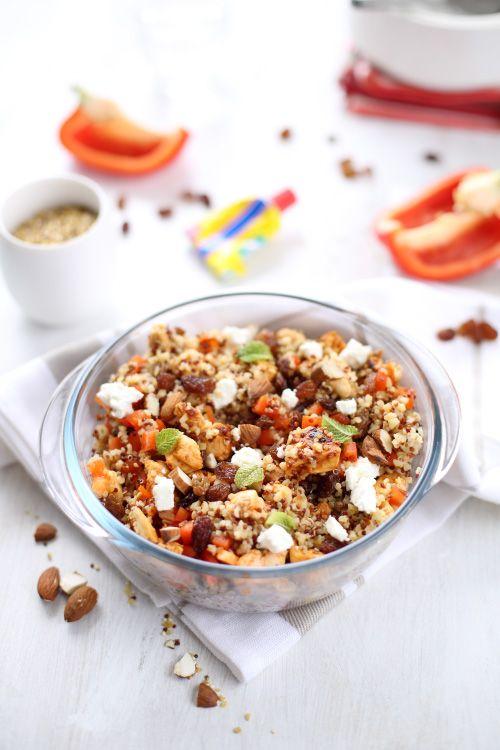 C'est une vieille recette de mon blog que je vous propose de découvrir aujourd'hui : la salade de quinoa, feta et poulet à l'harissa. J'avais oublié à quel
