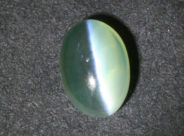 Cat's Eye Chrysoberyl showing the milk and honey effect
