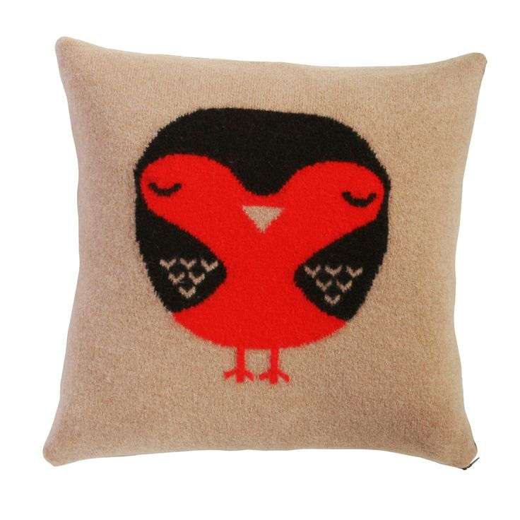 This cosy robin will keep you company on the sofa!  100% Lambswool. Knitted in Scotland.  Comes with a duck feather cushion pad.