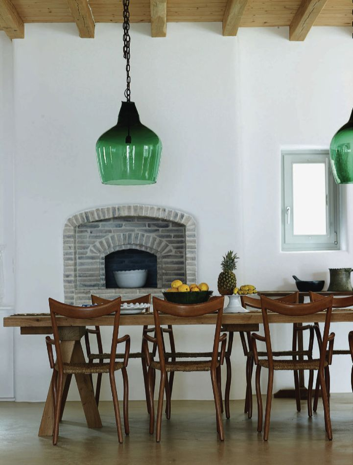 Salle a manger / Chaises Pols potten et suspensions en verre French By Design: Mythical Mykonos