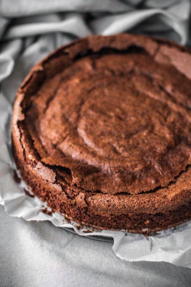 La torta con l'ingrediente segreto (X), con quello perfetto (il cioccolato), con quello imprescindibile (le mandorle!)
