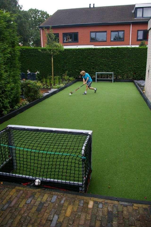 privéhockey thuis spelen in de tuin.