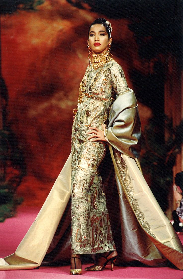 187 best images about christian lacroix on pinterest robes cocktail dresses and haute couture. Black Bedroom Furniture Sets. Home Design Ideas