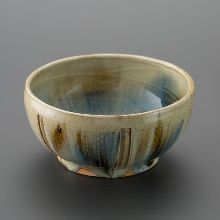 白釉二彩刻文深鉢 Bowl with engraved, two colors under the white glaze 2013