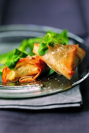 Petits feuilletés grecs à la feta et aux épinards - Larousse Cuisine
