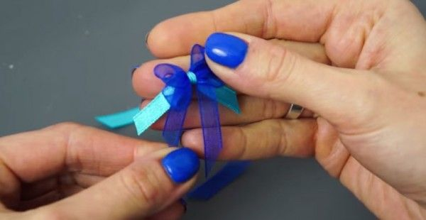 You've GOT to see this.  The secret on how to tie a perfect bow using a WHAT!?!