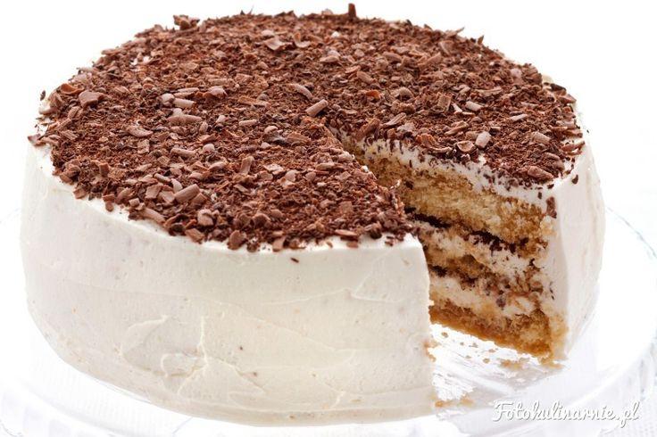 Pyszny, mokry tort, idealny na letnie przyjęcia. Wariacja na temat przepisu na klasyczne włoskie tiramisu.