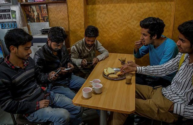 #Kashmir REVELATION Kashmiri youth is using Social Media despite the Ban: Here's How? Details at - http://u4uvoice.com/?p=260482