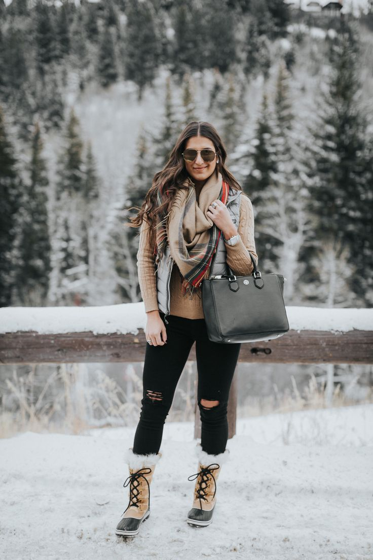 chic winter outfit, patagonia vest, plaid blanket scarf, plaid scarf, colorado style, sorel tofino boot, sorel style, sorel boots, celine aviator sunglasses, patagonia down puffer vest, winter fashion, winter outfit // grace wainwright a southern drawl