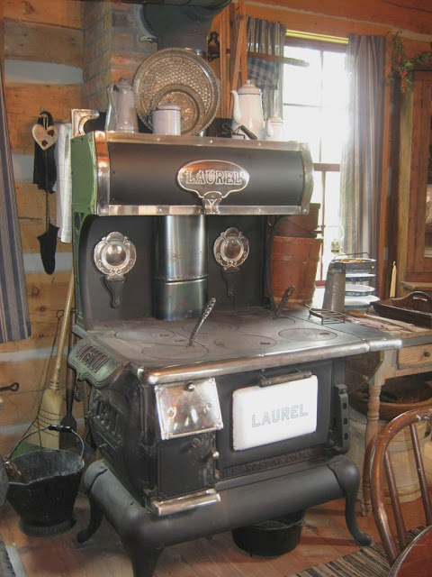 *stove* This looks somewhat like grandma's stove, but hers in the PA  farmhouse - 16 Best Images About WOOD COOK STOVES On Pinterest Stove, Tea
