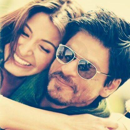 Image via We Heart It https://weheartit.com/entry/147767409 #bollywood #couple #cute #movie #romance #smile #srk #anushkasharma #jabtakhaijaan