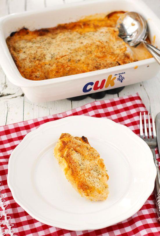 Pollo  con costra de parmesano a la italiana,  yo probaría crema de queso en vez de mayonesa ;)