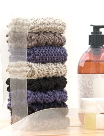 4 Washcloth Knitting Patterns: easy for beginners, inexpensive gift. Want to try cable knit.