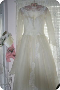 How to clean a wedding gown yourself...good to know, when paying a dry cleaner to do it can be so expensive!