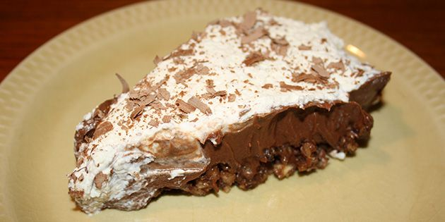 Fantastisk tærte med en knasende nøddebund og silkeblødt chokoladefyld. Mums!