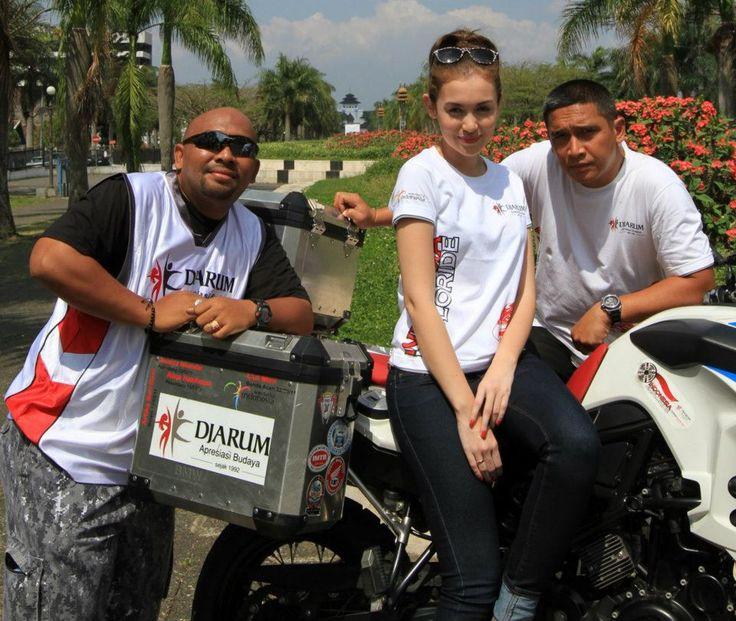 Bandung 20/07/2011 with Rianti Cartwright