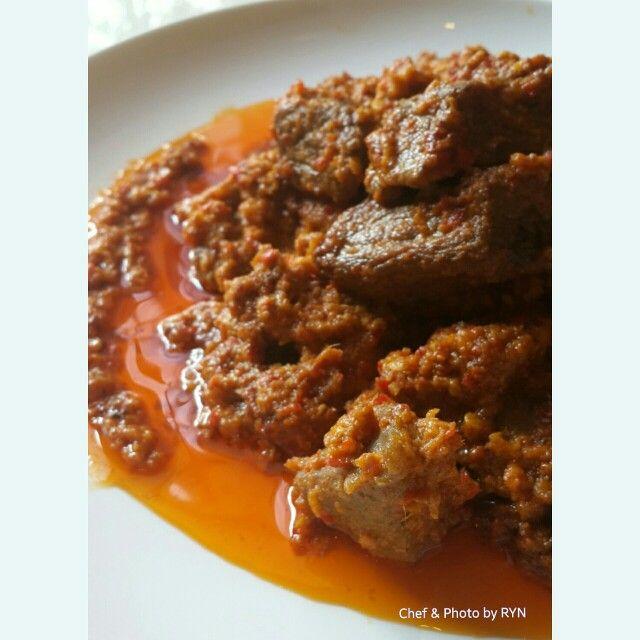 Rendang sapi super pedas ala RYN Insyaallah besok siap dikirim ke Bandar Lampung. Kenapa super pedas ? Karena orang yang di sana suka makanan pedas